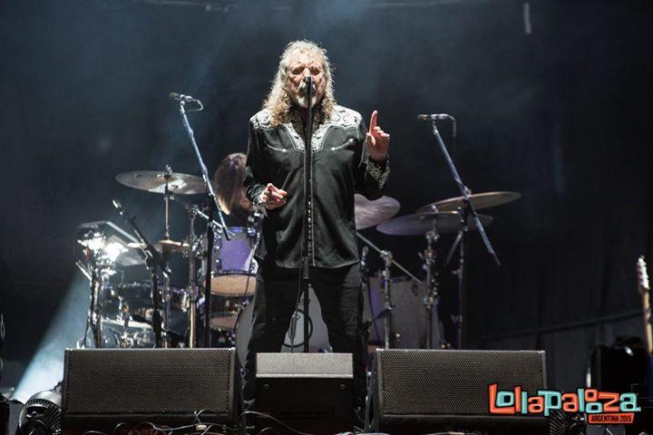 Por último, mas nunca menos importante, tivemos uma das vozes mais características dos anos 70. Robert Plant pode até não ser um exemplo de estilo, mas quem se importa com tal figura em cima do palco?