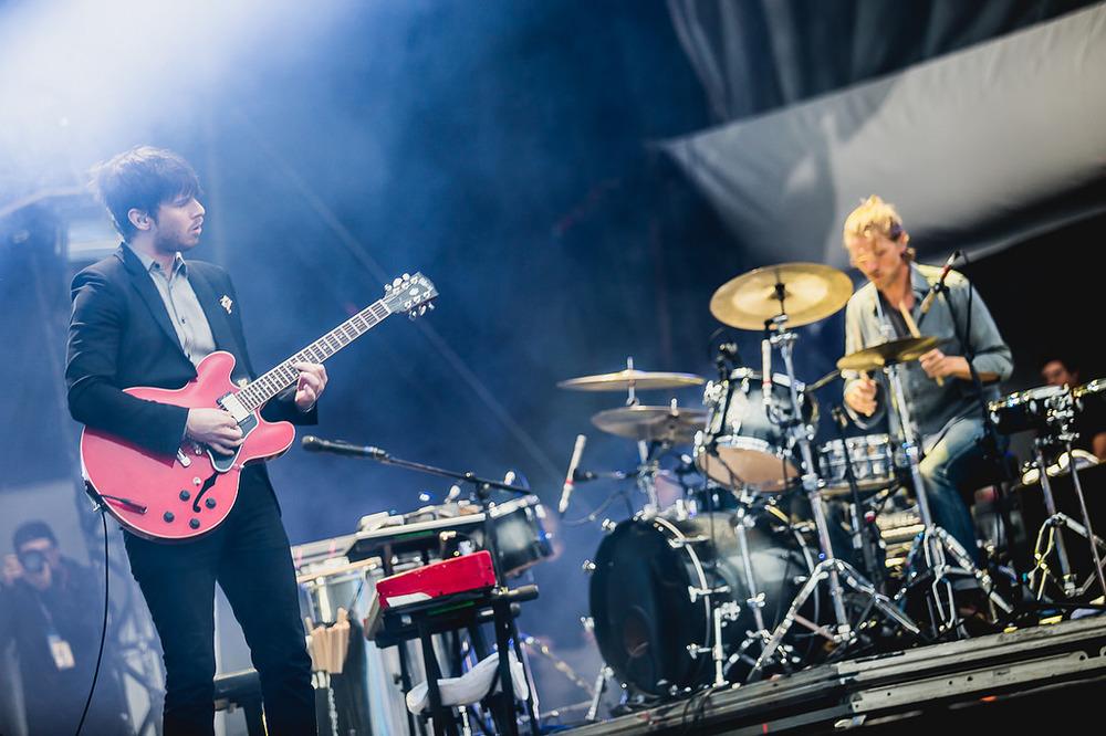 Os californianos do Foster The People voltaram ao palco do Lollapalooza Brasil para mais uma vez levantar a plateia com clássicos e novascanções. O figurinosegue muito bem, obrigado.