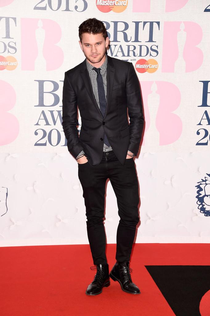 Jeremy+Irvine+Arrivals+BRIT+Awards+8y0TVAWXqY6x.jpg
