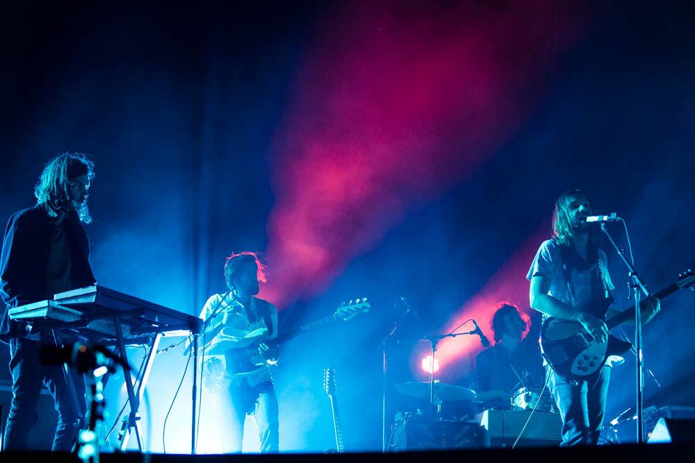 Um pouco distantes dos palcos internacionais há algum tempo, os caras do Tame Impala se apresentaramno Coachella mostrando o talento e a elegância que os colocaram entre as principais bandas da atualidade.