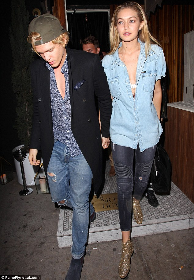 238CC2A300000578-2854145-Cody_and_Gigi_were_seen_leaving_The_Nice_Guy_bar_in_West_Hollywo-17_1417281824317.jpg