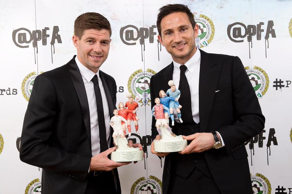 Premiados pelas vitoriosas carreiras em Liverpool e Chelsea, Steven Gerrard e Frank Lampard fecham a nossa galeria com toda experiência e categoria de meio-campistas que são. Simplicidade e tradição na hora de escolher os ternos e os acessórios.