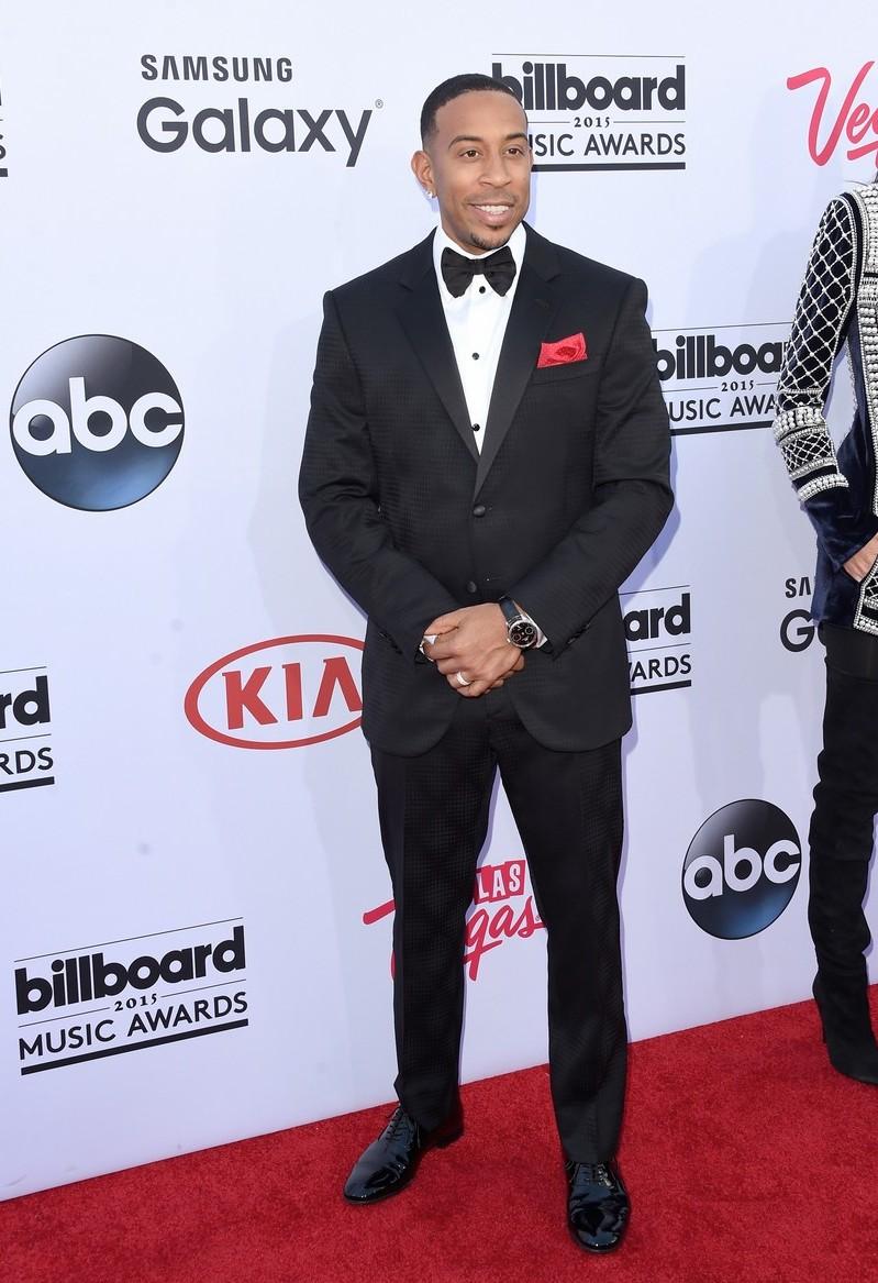 No papel de apresentador da noite, Ludacris caprichou no smoking. Sentimos falta daquela acinturada no blazer. De resto, tudo perfeito.