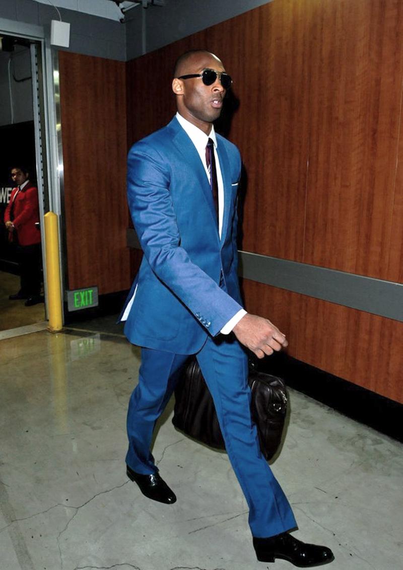 Kobe Bryant Talento, experiência e muito carisma. Kobe Bryant é uma das maiores lendas do basquete por causa de tudo isso. E além dos números impressionantes (5 títulos, para se ter uma ideia), o camisa 24 dos Lakestambém esbanja elegância fora da quadra.