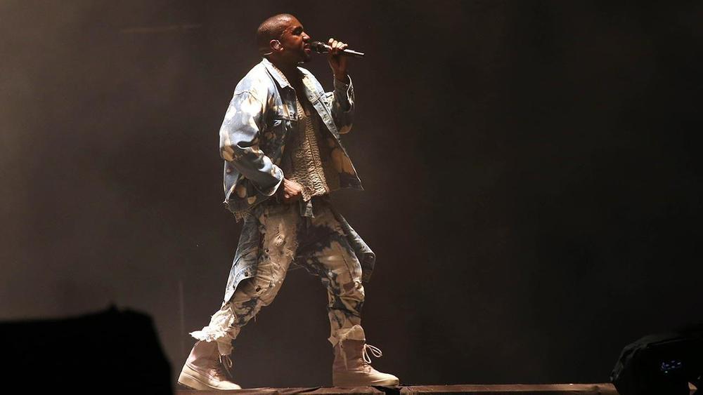 Kanye West Foi-se o tempo em que Kanye era o rapper mais elegante do mundo. Hoje seus figurinos se resumem a trapos e coisas esquisitas. Uma pena.