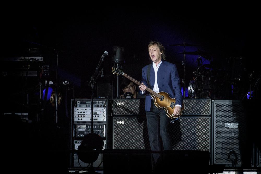 Paul McCartney Impecável, como sempre, Sir Paul mandou ver no já tradicional terno sem gravata. Não precisamos de mais nada.
