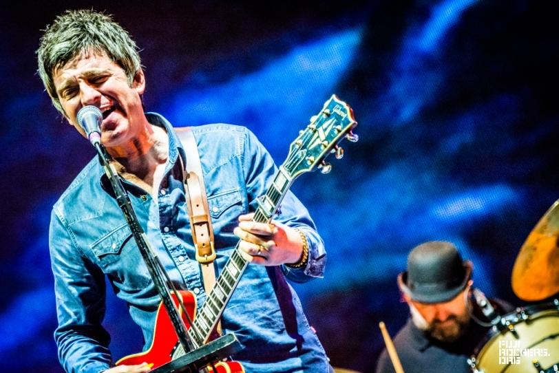 Noel Gallagher's High Flying Birds Frequentador assiduo de praticamente todos os festivais desse ano, Noel e banda mais uma vez mostraram toda aquela autenticidade britânica da qual somos fãs.