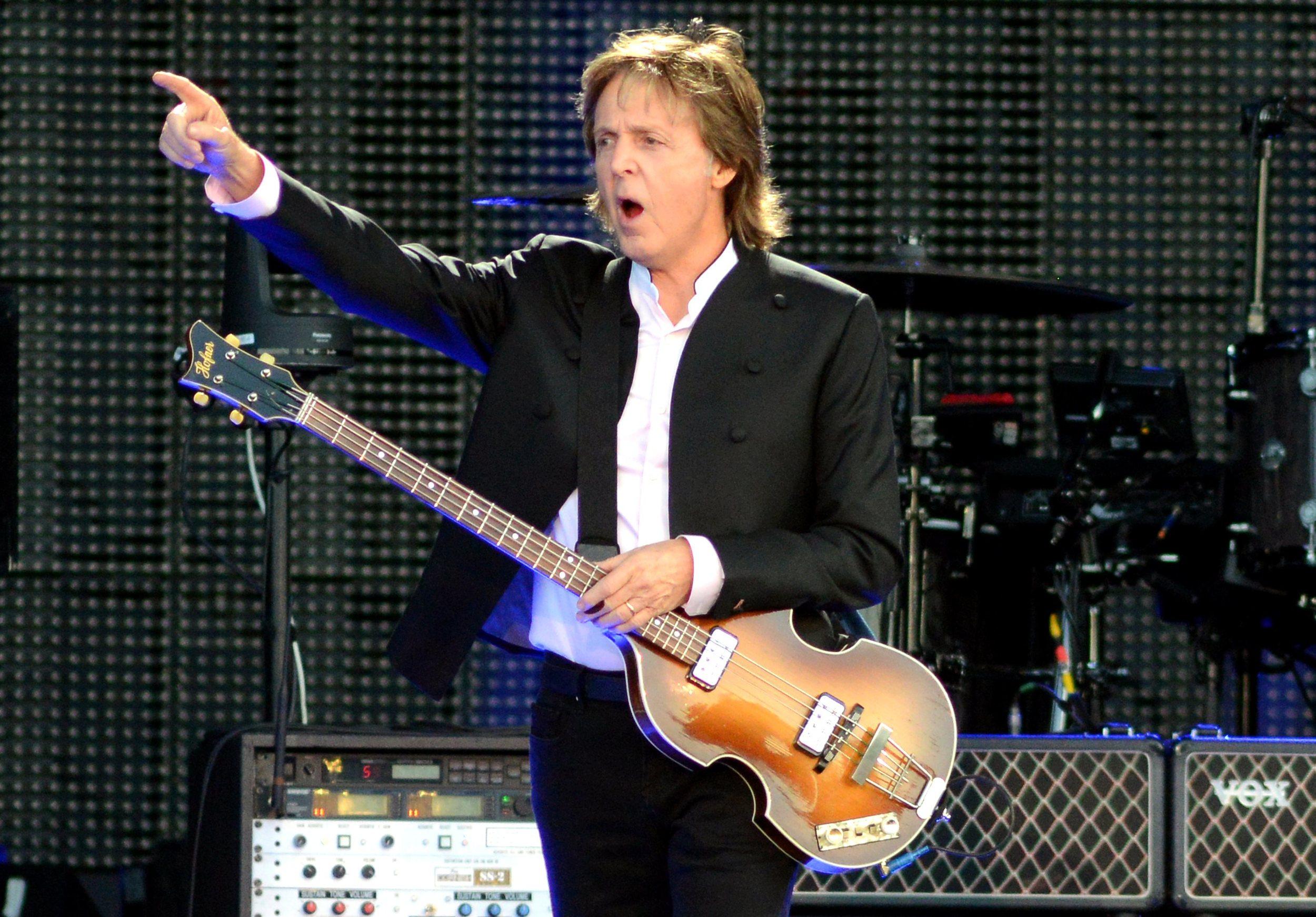 e45b8a5c83 Paul McCartney O que falar desse senhor. Limitando-nos ao figurino
