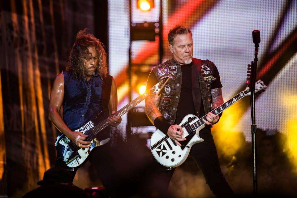 Metallica Pesando mais a mão, tivemos Kirk Hammett e James Hetfield, do Metallica. Ao contrário, porém, do que muita gente pensa, metaleiros que não vestem caveiras e roupas escuras da cabeça aos pés. Bom gosto com atitude e originalidade.