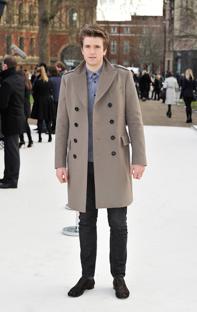 Greg+James+Burberry+Autumn+Winter+2012+Womenswear+nP8f2aZNvdzx.jpg