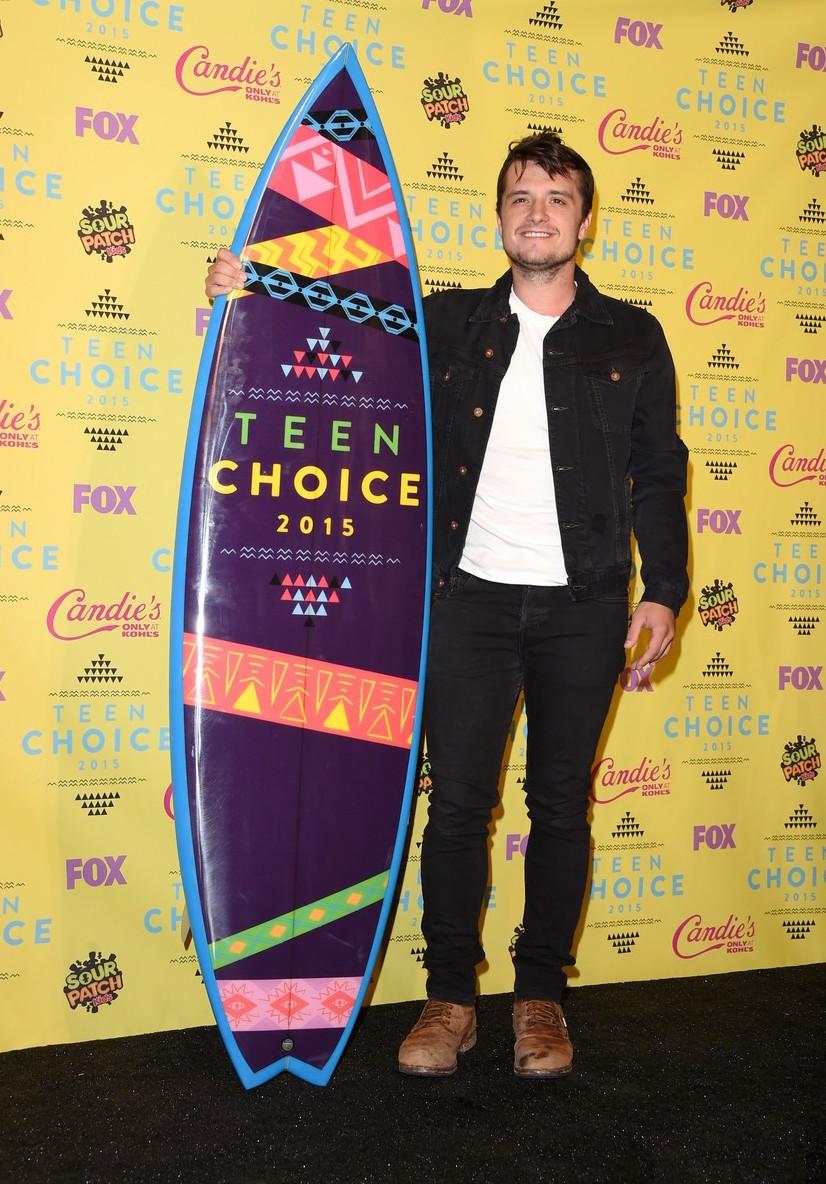 Josh Hutcherson Vencedor na categoria Melhor Ator de Sci-Fi/Fantasia, Josh acertou em cheio no figurino. Por se tratar de um evento menos formal, a jaqueta jeans e a bota foram ótimas escolhas. Sem exageros e sem erros.