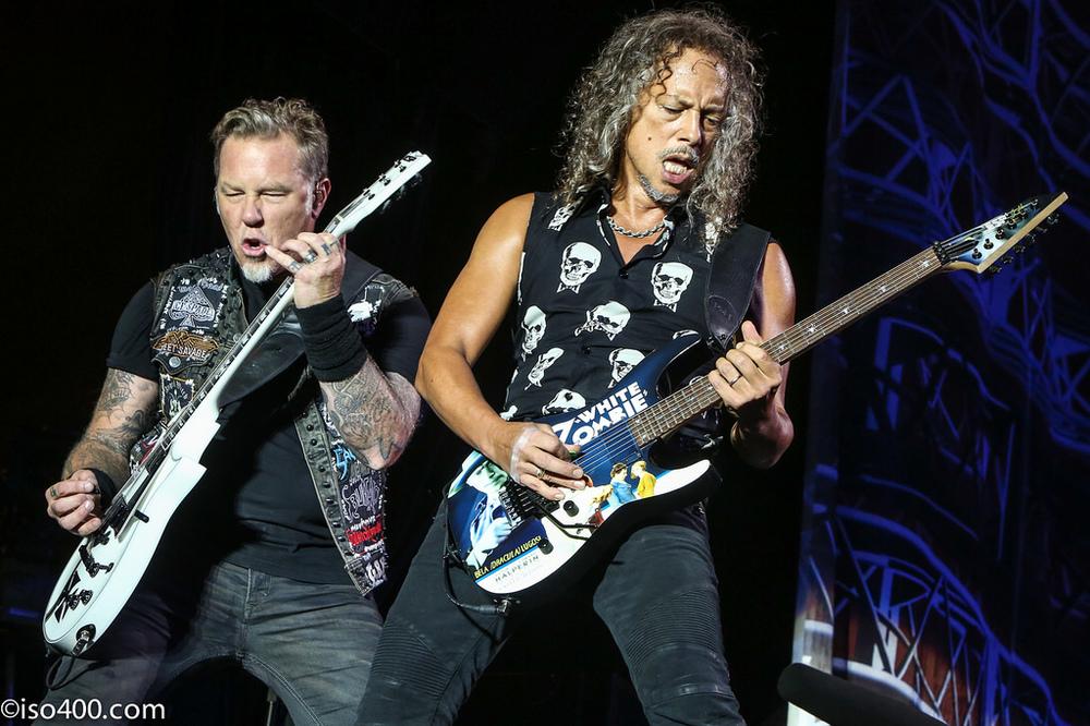 Caveiras, cruzes e roupa preta? Com o Metallica isso tudo combina. Nada de exageros para mostrar o lado  elegante do metal.