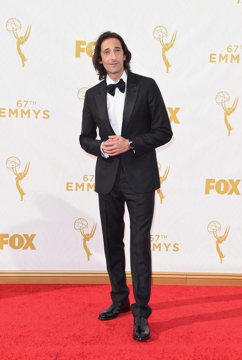 Destaque por todos os tapetes vermelhos onde passa, Adrien Brody apostou no simples. Errado? Jamais. Faltou diminuir um pouquinho a gravata...