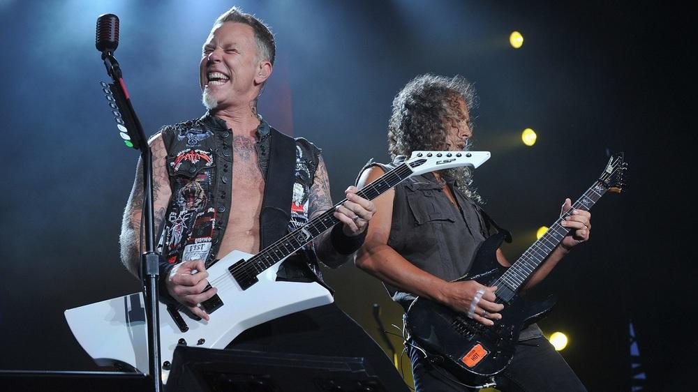 Outra turma que volta ao nosso convívio, o Metallica mostrou que já foi melhor (em termos de estilo, claro). O exagero de informações e a ausência de camisetas, deixando o peitoral e a barriga de fora entram para a nossa lista de como não fazer.