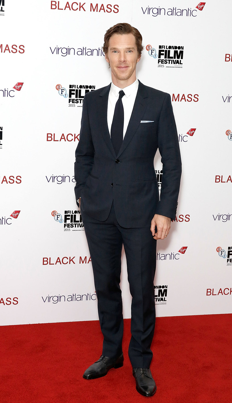 Benedict Cumberbatch Com ele é assim:uma vez a cada passagem do Cometa Halley, ele erra no figurino. Simples, discreto e elegante.