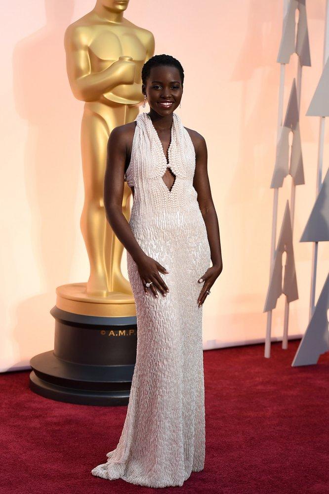 Lupita Nyong'o Ela ganhou o Oscar em 2014, mas 2015 também foi o ano dela. Mais madura e reconhecida, sua presença nos tapetes vermelhos mundo afora é sempre garantia de figurinos exóticos, mas muito bem pensados.