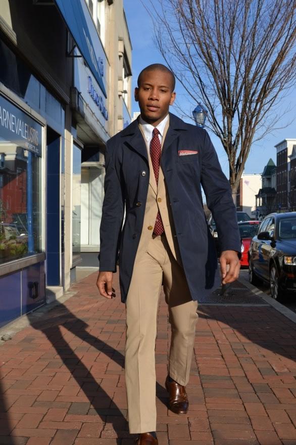 Sabir Peele  Apontado por algumas publicações como um dos caras mais elegantes dos EUA, Sabir é também o nome por trás do   Men's Style Pro . Ternos impecáveis e combinações ricas em atitude e originalidade são responsáveis pelo seu lugar entre as 10 referências mais elegantes do ano.