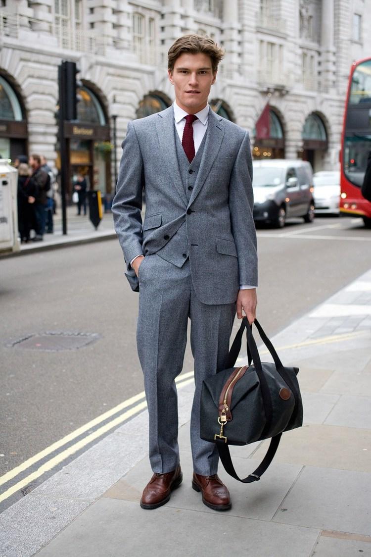 Oliver Cheshire  Fechando a lista, mais um modelo. Não apenas um modelo. Para muitos, o cara mais elegante do Reino Unido em 2015. Poderíamos parar por aí, mas a sua categoria na hora de escolher o traje é tamanha que chamá-lo de ícone se torna uma obrigação.