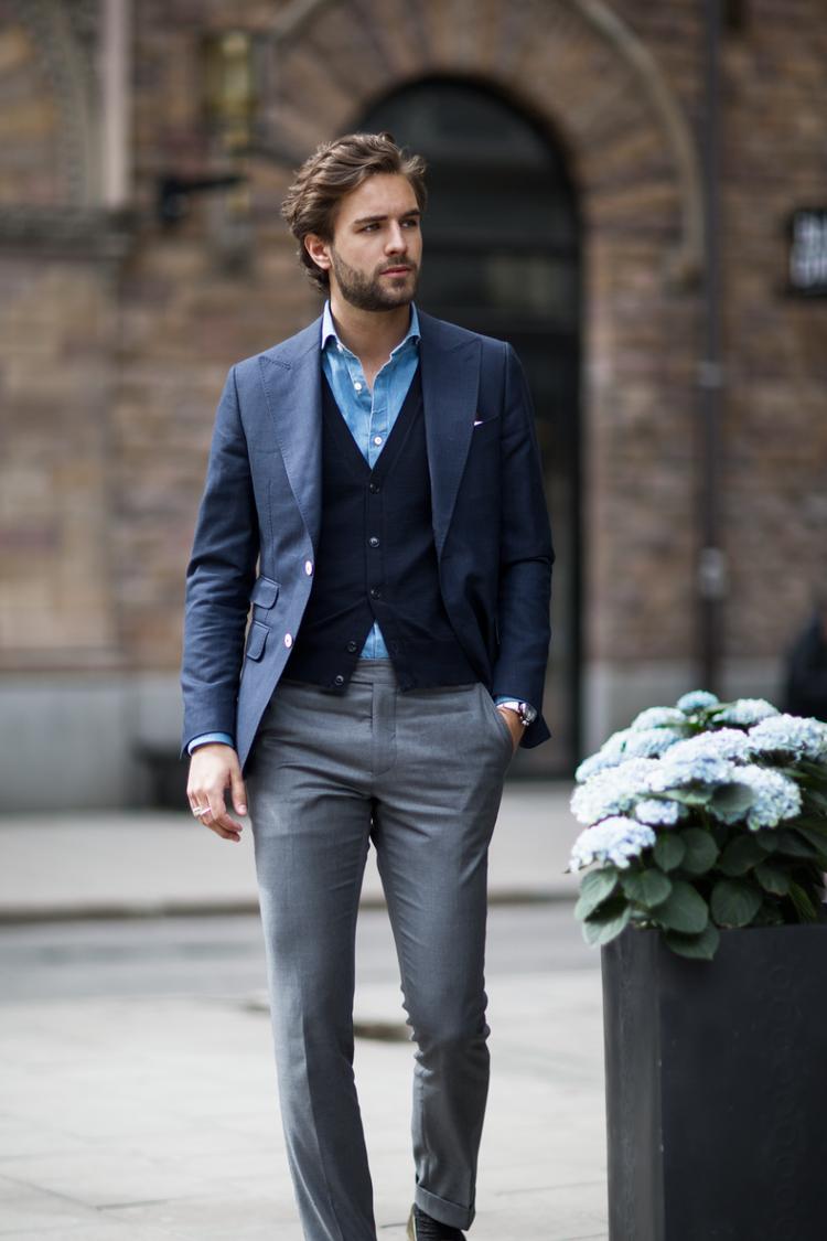 Philip Conradsson Mais uma vez subimos até a Suécia. E mais uma vez a recompensa vem em forma de belíssimos trajes.Philip Conradsson é um blogueiro e modelo cujo estilo lembra muito os italianos, com trajes cheios de personalidade e bom gosto.