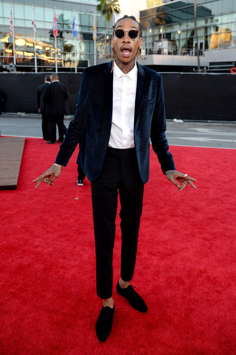 Wiz Khalifa Talvez ele nem seja um dos dez homens mais elegantes da atualidade. Mas a sua originalidade e bom gosto na hora de não seguir os padrões da cultura hip-hop nos obrigam a dar a Wiz Khalifa um lugar na nossa galeria. E se bobear ele volta ano que vem.