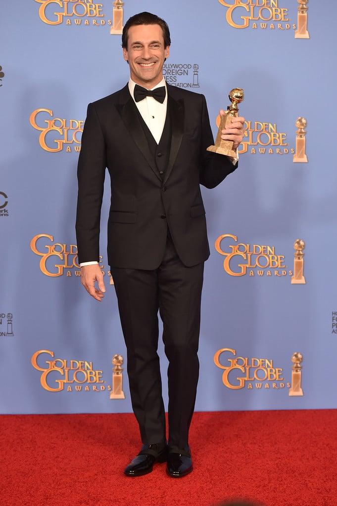 Jon Hamm Honrando o seu eterno personagem Don Draper, Jon Hamm se despediu da série com o Globo de Ouro de Melhor Ator em série dramática e um smoking de três peças que foi um primor de estilo e sabedoria.