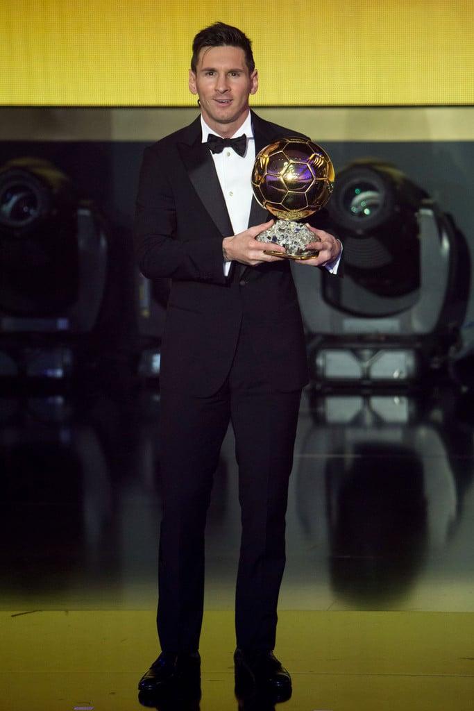 Lionel Messi Finalizando a galeria com o grande vencedor da noite. Eleito pela 5ª vez o melhor jogador do mundo, Messi optou por um traje muito mais comportado do que nas edições anteriores do prêmio. O que fez dele um campeão também em termos de estilo.