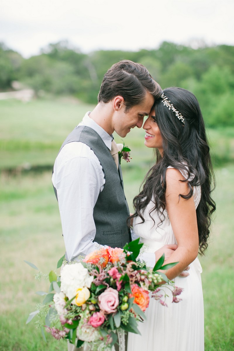9-bohemian-bride-and-groom-with-colorful-bouquet.jpg