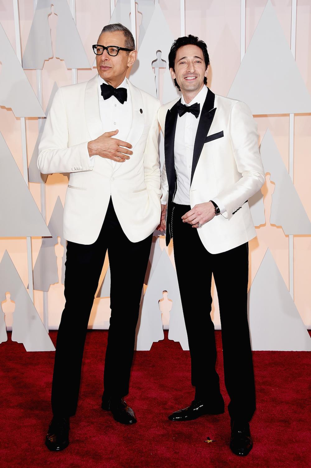 Jeff Goldblum e Adrien Brody entraram na onda no paletó branco. Confessamos que preferimos o primeiro, mais discreto e sem tantos contrastes. De qualquer forma, a dupla foi um dos pontos altos do Oscar 2015 mesmo sem estarem indicados em nenhuma categoria.