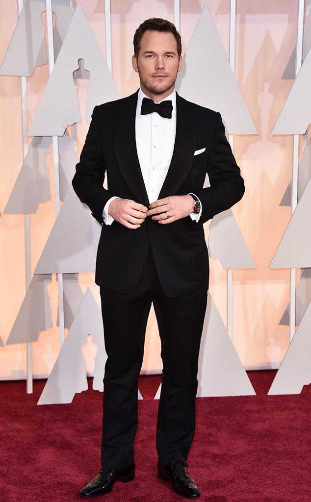 Chris Pratt, que já foi referência por aqui, foi outro que acertou mesmo apostando na combinação simples de preto com branco. A lapela arredondada (shawl) e o lenço de lapela foram os pontos mais altos do traje.