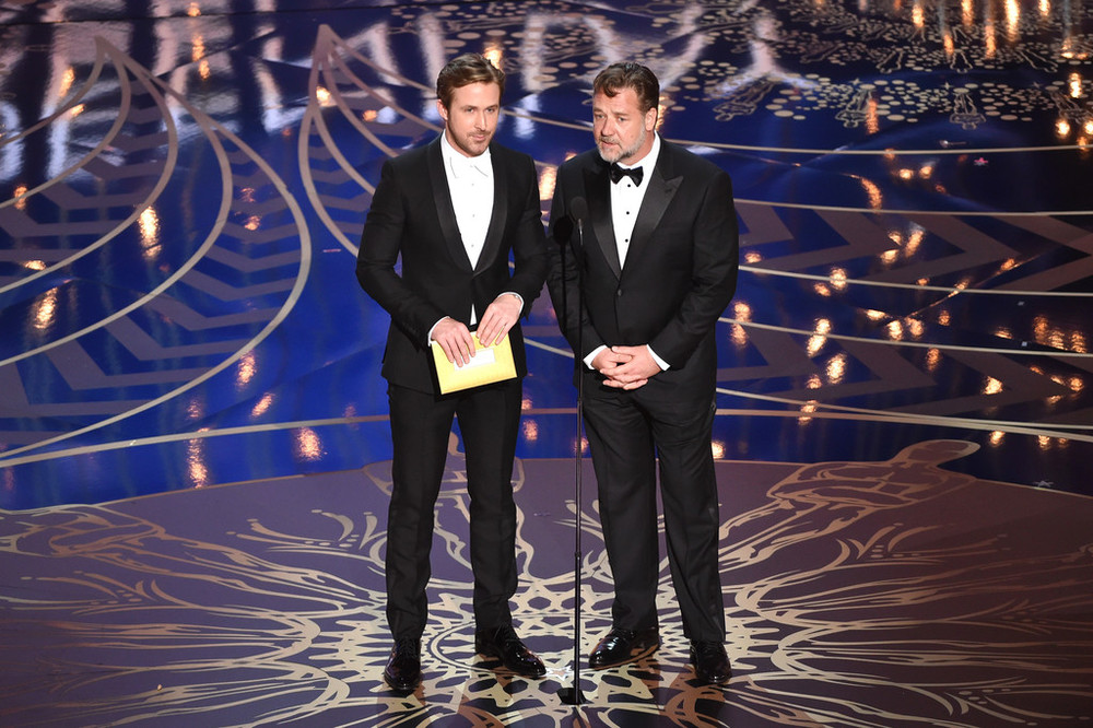 A dupla Ryan Gosling e Russell Crowe, já em cima do palco, merecem destaque. Bem como a gravata branca do primeiro e a lapela em ponta do segundo.