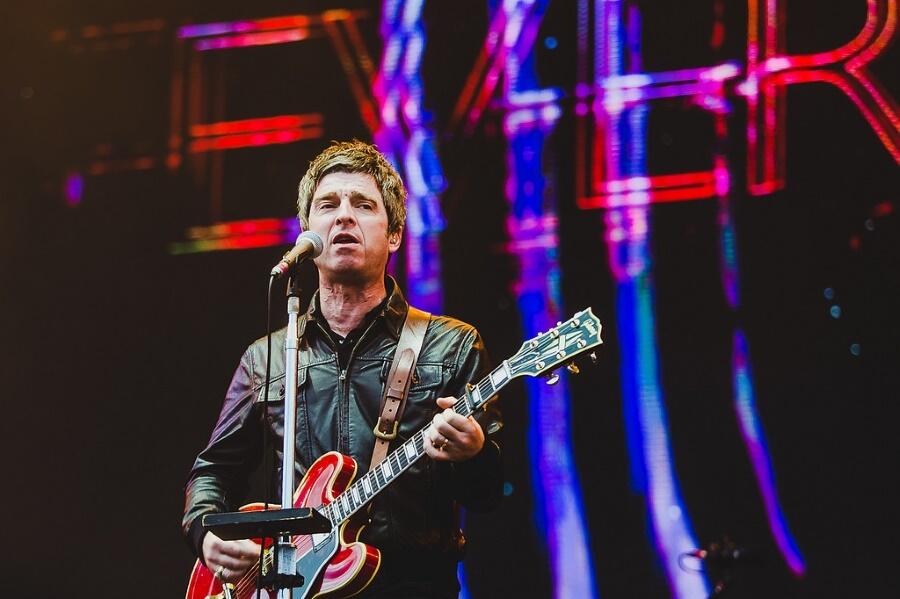 Noel Gallagher's High Flying Birds Com o seu tradicional estilo roqueiro inglês, Noel mais uma vez não decepcionou em nenhum sentido. Jaqueta de couro,topete em dia e até algumas saudosas canções do Oasis no repertório.