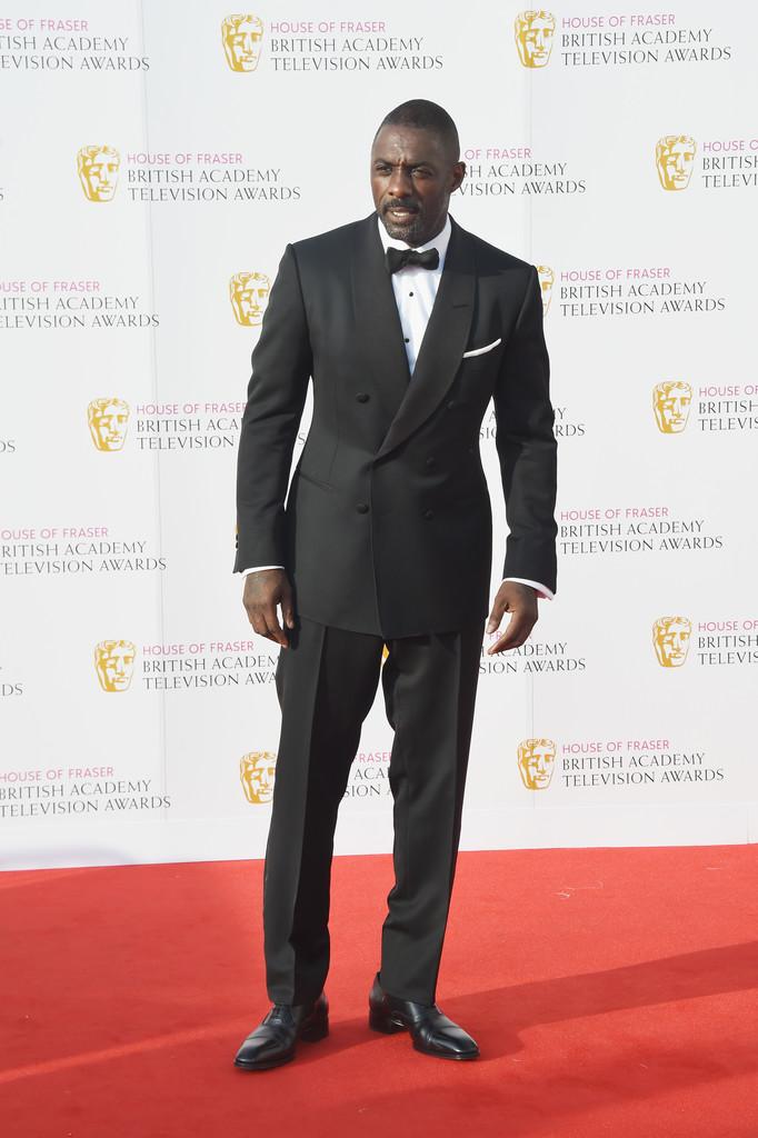 Idris Elba Mais uma vez abrilhantando a nossa pauta, 'Dris' foi pura elegância mais uma vez. Ressalvas? Apenas para o corte da calça, que poderia ser um pouco mais slim. Mas quem somos nós para corrigir o figurino de um possivel 007?