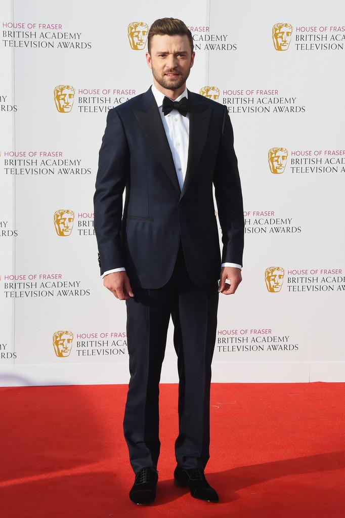 Justin Timberlake Retornando aos tapetes vermelho, o ex-N'Sync também foi destaque. O traje marinho de lapela preta em ponta foi uma ótima escolha para fugir do tradicional preto e branco.