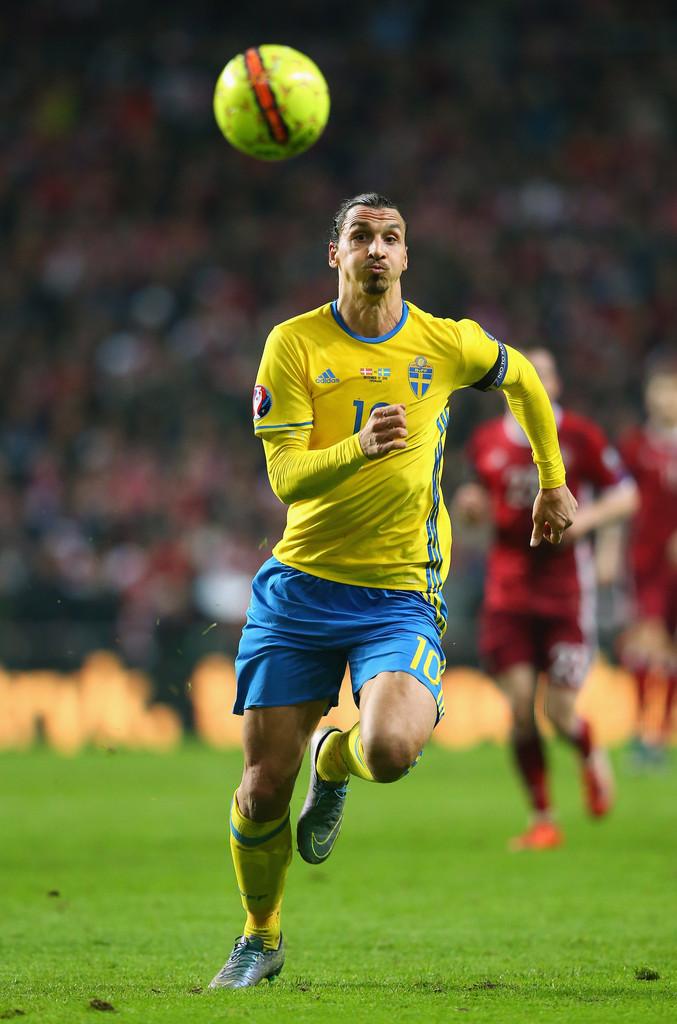 Suécia Também dona de pouca tradição em competições, o selecionado de Zlatan Ibrahimovic e companhia segue com o seu infalível amarelo e azul. Não é nenhum amarelo  canarinho , mas também esbanja categoria.