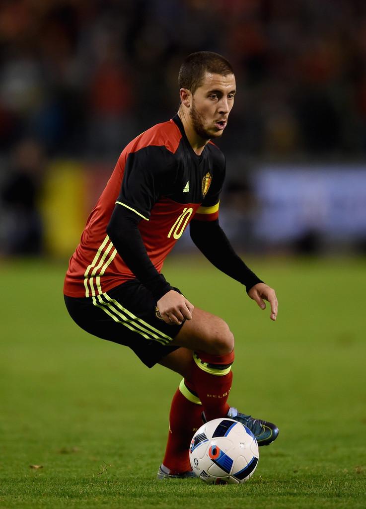 Bélgica A tal geração belga entrará em campo nessa Euro com essa rica combinação de vermelho, preto e amarelo - mesma da sua bandeira nacional. Por mais que sejam cores vibrantes, o resultado final ficou bem interessante.