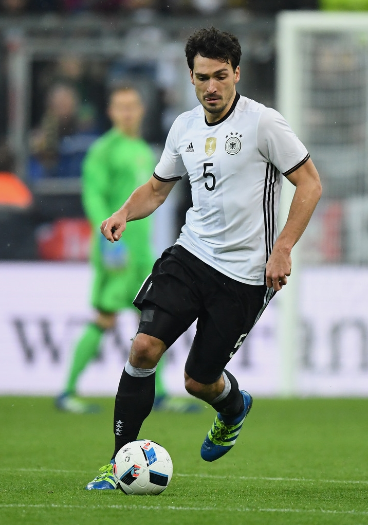 10767e9821e4f Alemanha Simples e imponente. Branca