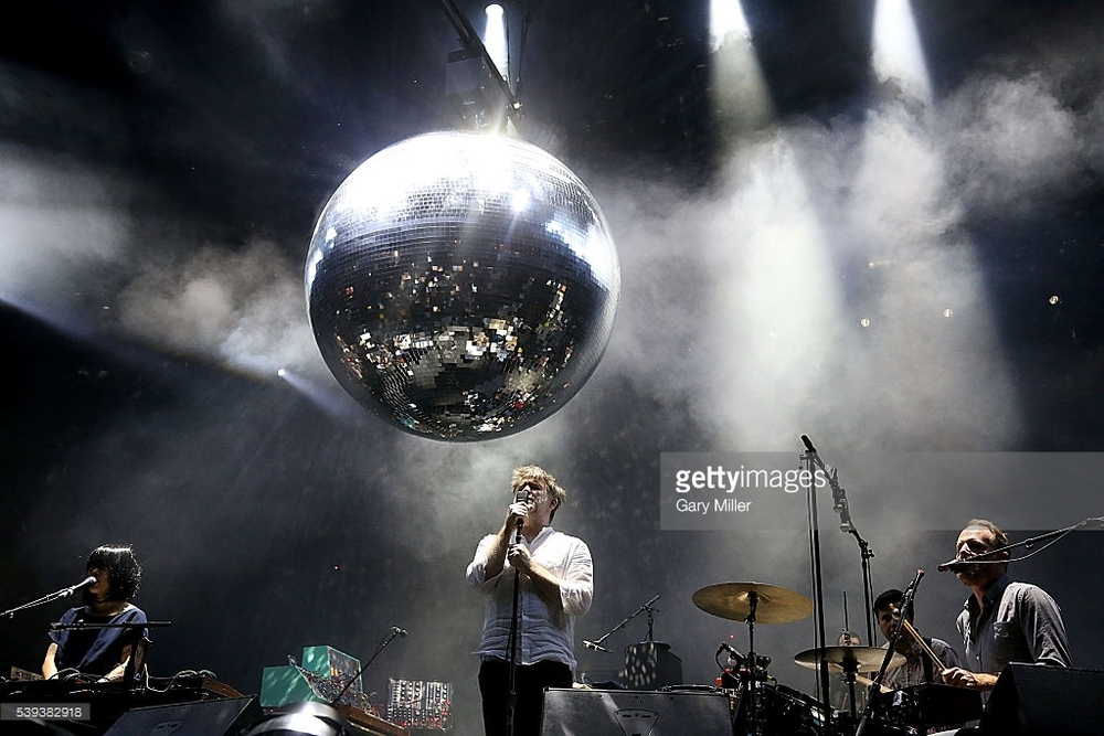 LCD Soundsystem Voltando com força total depois de alguns anos afastada dos palcos, a banda mostra que o astral, os hits e o figurino discreto seguem intocados. Os fãs agradecem.