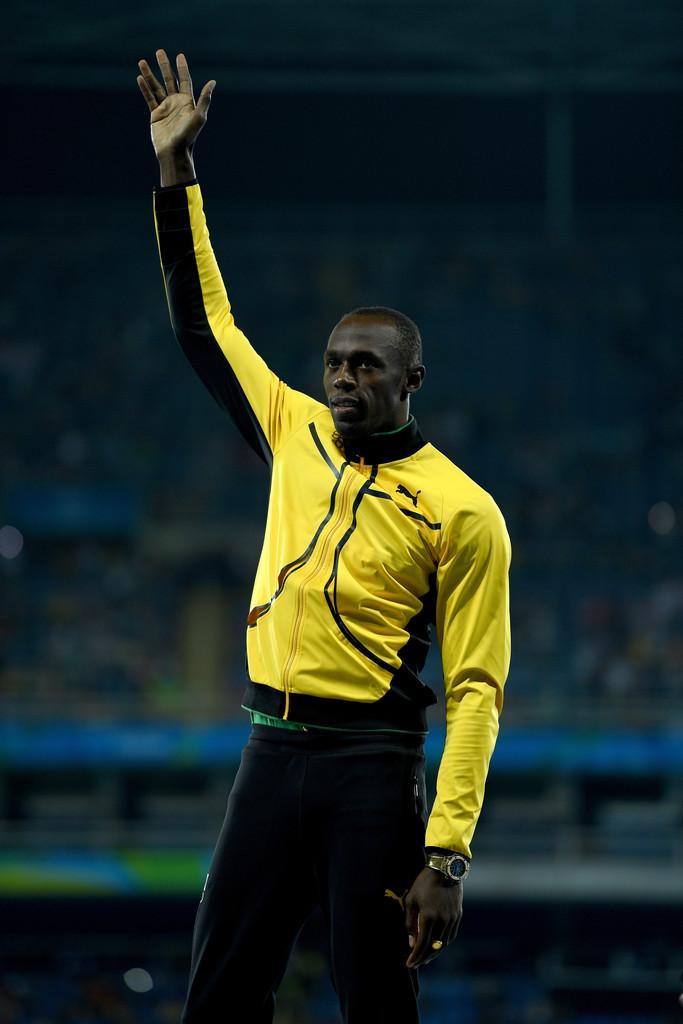 Jamaica Bolt pode atéser o homem mais rápido do mundo, mas não o suficiente para deixarmos de notar o tamanho do bom gosto para a criação do uniforme jamaicano. Amarelo e preto muito bem combinados e com detalhes na medida exata.