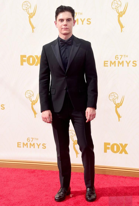 Evan Peters, por outro lado, soube fugir do padrão preto e branco ao investir em uma combinação monocromática. Um acerto que foi catapultado pela qualidade do alfaiate.