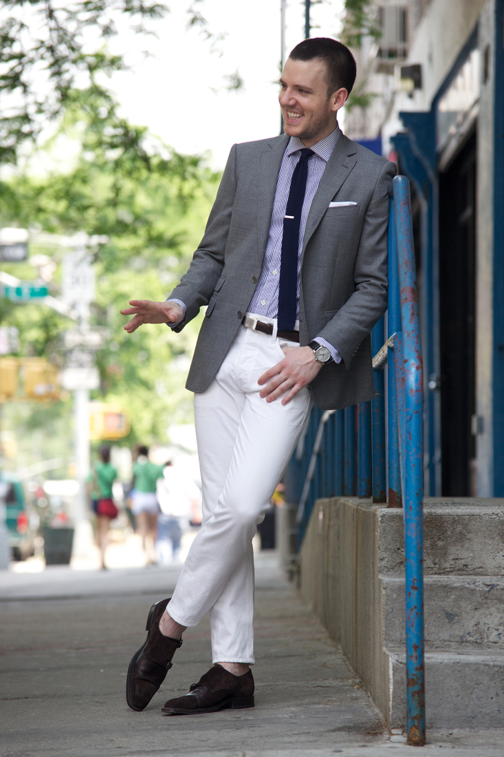white-trousers-grey-jacket-streetstyle-men-fashion-blog.jpeg