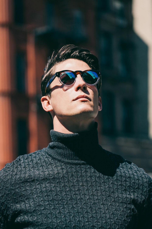 Óculos de acetato Óculos é sempre imprescindível no ano inteiro. No verão, que é quando estamos mais expostos ao sol, mais ainda. Os modelos de acetato são uma opção diferente e elegante para essa época do ano, principalmente os de armação mais clara. Vale uma pesquisa.