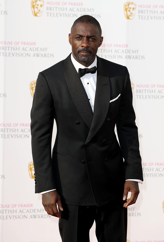 """Idris Elba Retornando ao mesmo post, um ano depois e cada vez mais cotado para a vaga de novo James Bond da franquia """"007"""", 'Dris' desfila pelo mundo com belíssimas combinações, cheias de personalidade e muito bom gosto. Mostrando que não é apenas o quesito 'ator' que faz dele um bom candidato ao posto do espião mais famoso do mundo, mas o 'referência de elegância' também."""