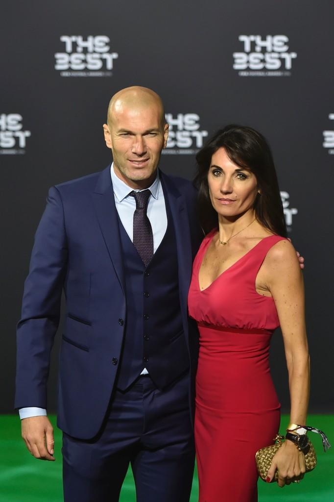 Zinedine Zidane Zizou éum cara que exala elegância. Era assim dentro de campo e segue assim na beira dele (ele é técnico do Real Madrid). Não bastasse tudo isso, ele ainda vestiu um terno de muito bom gosto, acertando em cheio nas combinações e no corte. Um eterno craque.