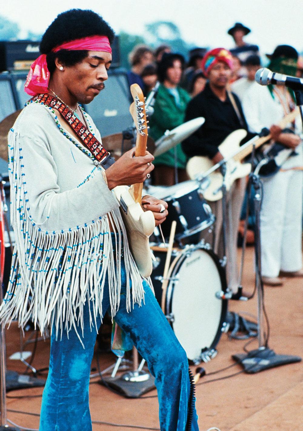 Black power Outro que não nasceu no rock, mas com certeza ganhou força com caras como Jimi Hendrix (foto) e Taj Mahal. Um movimento social e político que soube muito bem contribuir com praticamente todos os gêneros musicais que existem. Não ia ser diferente com o rock.