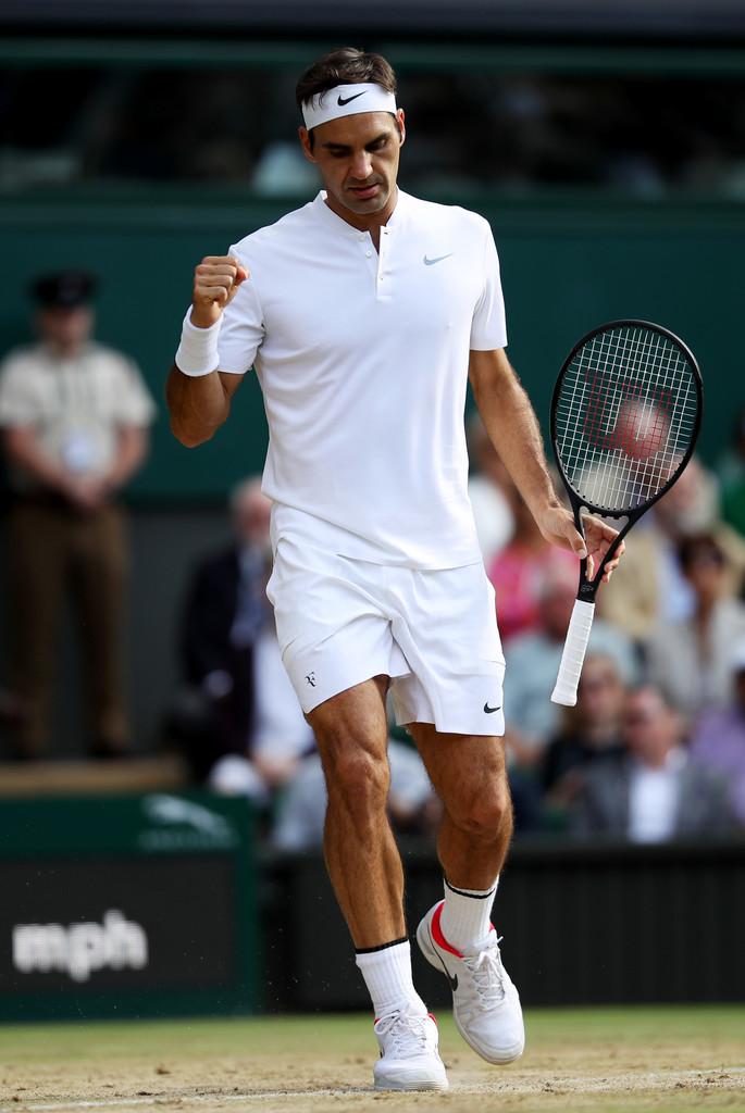 Roger Federer Campeão pela oitava vez, passando a ser o maior vencedor do torneio, Roger Federer também confirmou que estamos diante de um dos maiores de todos os tempos. Maiores tenistas, sim, mas também um dos mais bem vestidos do esporte. E o melhor:Federer é essa elegância dentro da quadra, de uniforme, faixa na cabeça e raquete na mão. Palmas para o campeão, em todos os sentidos.