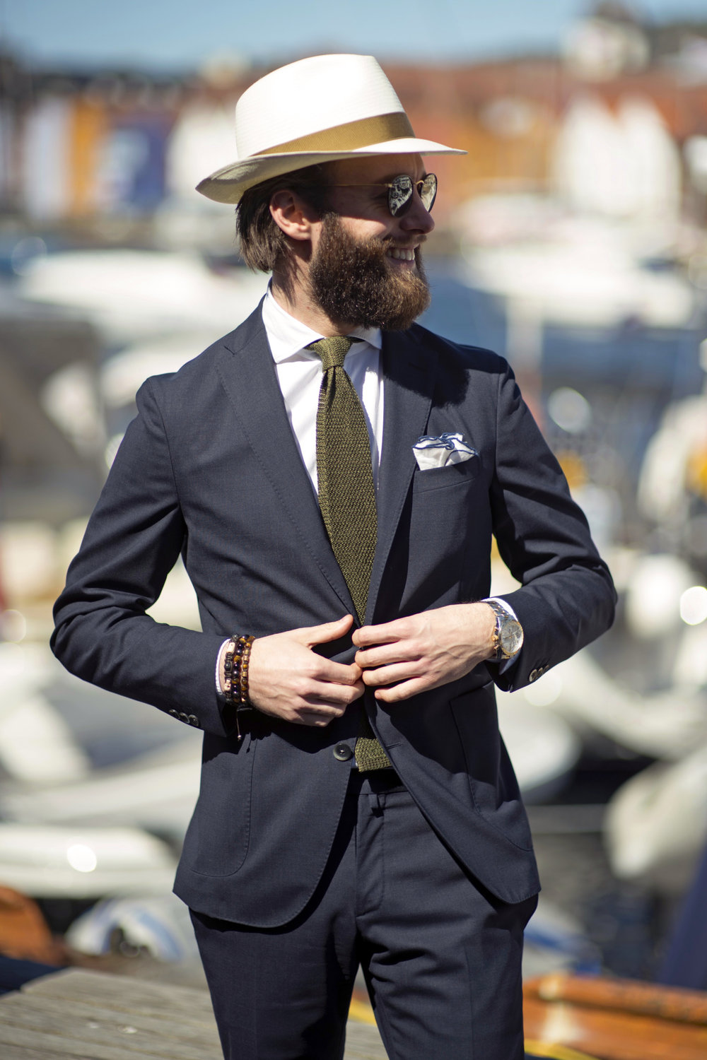 Ole-Christian-in-his-fresh-cut-Boglioli-suit-knitted-tie-sprezzatura-panama-hat-details-pitti-uomo-88.jpg
