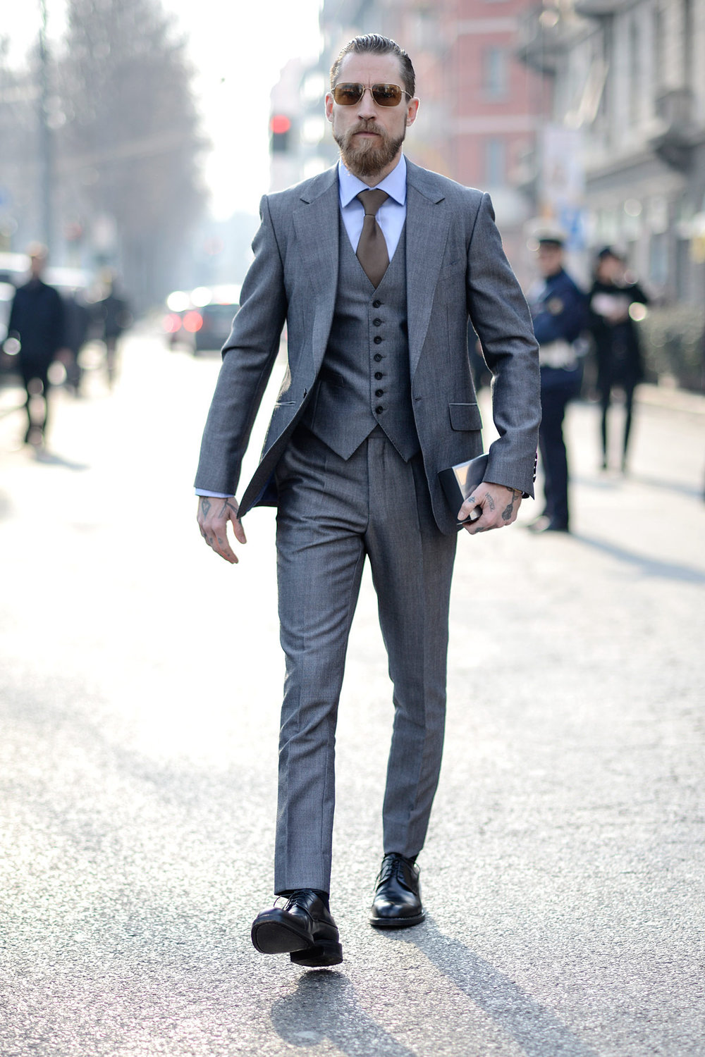 Justin-Oshea-in-grey-menswear-style-streetstyle-milan-fashion-week-suit-gray-glasses.jpg