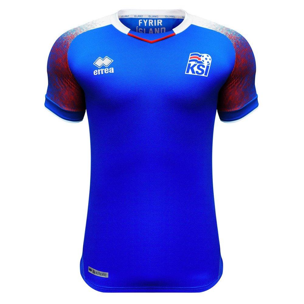 Islândia - titular De todas as participantes, a Islândia deve ser a mais simpática de todas. Torcida e jogadores certamente darão um show de carisma na Copa. Em relação ao uniforme, o azul tradicional toma conta, com alguns detalhes em vermelho e branco na manga.
