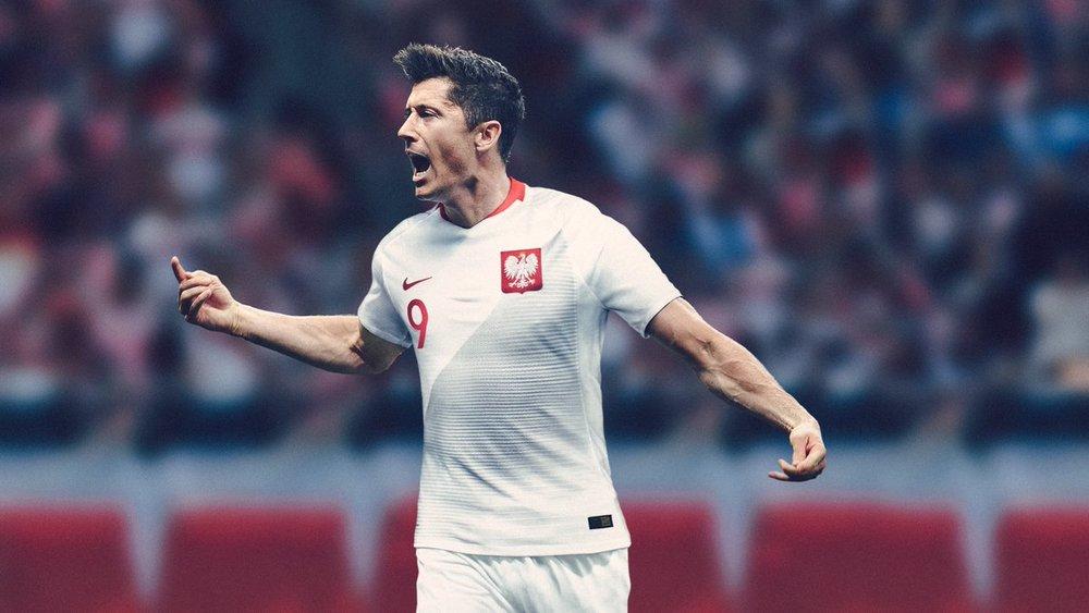 Polônia - titular Com uma discreta padronagem diagonal em degradê, a Polônia se diferencia das demais camisetas brancas sem perder a característica minimalista e que faz dela uma das mais elegantes da Copa.