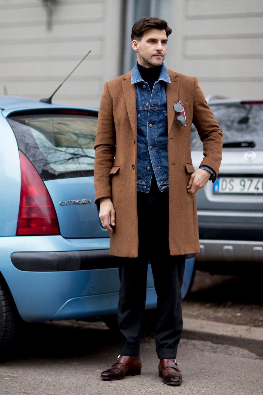 Nos dias de frio, use a jaqueta como uma camada intermediária. Os modelos slim facilitam nessa hora.